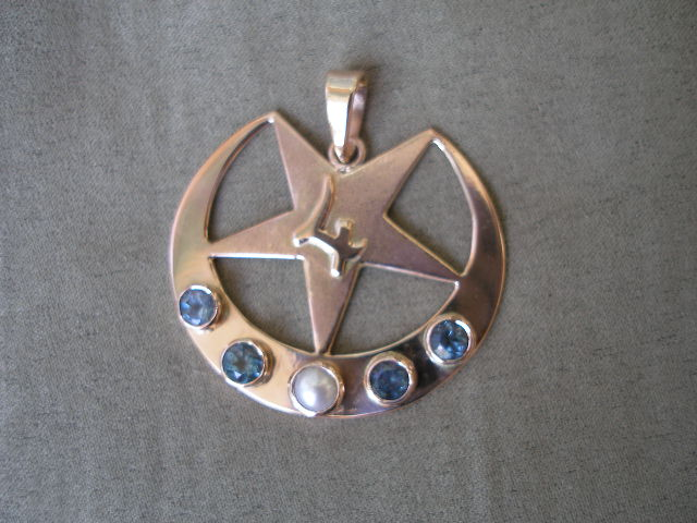 9ct Moon Pendant